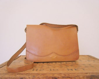 vintage. 1970s tan leather bag