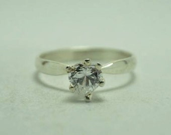 T21C08 Vintage Modern Styl Clear Heart Shaped Stone 925 Sterling Silver Ring Sz 6.75