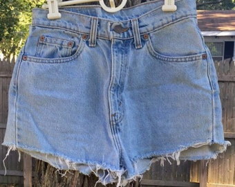 Vintage 90s Levis High waisted shorts