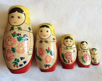 Vintage Matryoshka Russian Nesting Dolls Set of 5