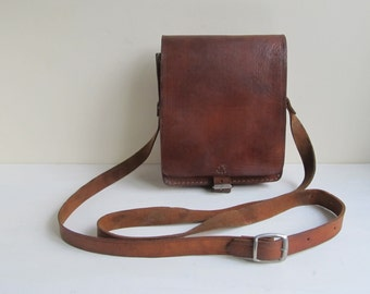 Vintage leather bag, mens messenger, tanned chestnut brown saddle leather crossbody, shoulderbag, mens lunchbag, leather handbag