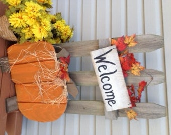 Rustic Fall Fence Decor