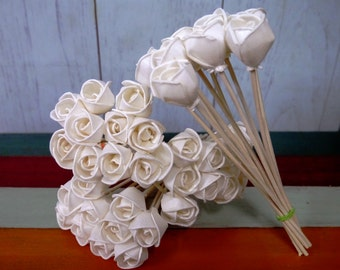 40 Rose Balsa Wood Sola Diffuser Flowers 2.5cm dia. with 7in. Rattan Reeds