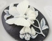 50% OFF 40x30mm Large Oval Cameo Butterfly White/Black