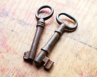 Rustic Antique Skeleton Key Duo // Holiday PreSale - Save 10% - Coupon Code HOLIDAZE