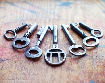 Perfect Pendant Antique Key Set / Instant Collection // End Of Winter SALE - 10% Off - Coupon Code SAVE10