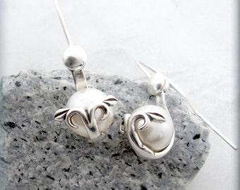 White Pearl Earrings, Wedding Jewelry, Bridal Earring, Bridal, June Birthstone, Swirl Earring, Sterling Silver, Bridesmaid Gift SE655