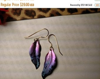 FLASH SALE Peaceful Colors Vintage Signed Holly Yashi Long Titanium Purple Sky Blue Fade Earrings Leaf Feather