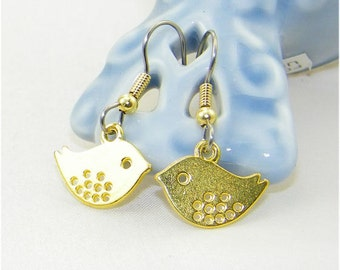 Cute gold plate bird charm dangle earrings, Sparrows, Flower girls, Bride, Wedding, Whimsical Jewelry