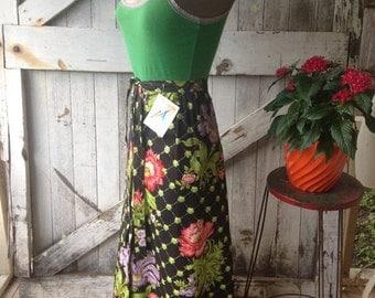 On sale 1970s maxi skirt 70s skirt black floral skirt high waist skirt size x small Vintage skirt cotton skirt