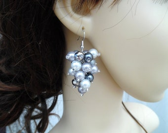 Silver Gray Slate Gray and White Pearl Cluster Earrings, Chunky Earrings, Beaded Earrings, Bridesmaid Earrings, Wedding Jewelry, Gray Pearls