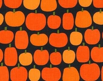 Ann Kelle, Pumpkin Fun, Halloween Pumpkins on black, Yard