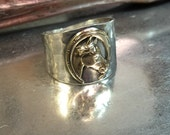 Horseshoe ring with tapered back