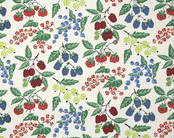 1940's Vintage Wallpaper - Blueberries and Raspberry Red Blue and Green