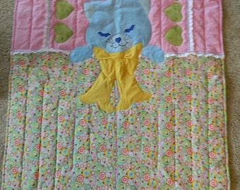 Sleepy kitty quilt, blue kitty