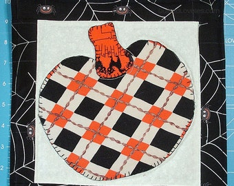 50% OFF Quilted Halloween Wall Hanging - Pumpkin Plaid, Glows In The Dark - WAS 20.00