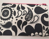 Medium pouch in a monochrome abstract print