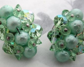 vintage sea foam mint green machine cut crystal and faux pearl bead cluster clip on earrings in technicolor - j6411