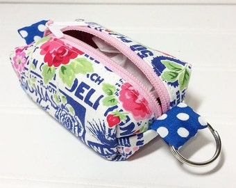 WEEKEND SALE - Tiny boxy bag keychain pouch - texty roses