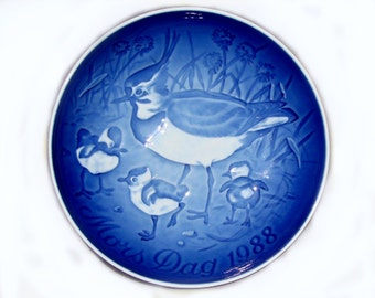 Vintage 1988 B&G Mother's Day Plate -  Crested Plover and Three Chicks, Blue and White Porcelain, Bing and Grondahl