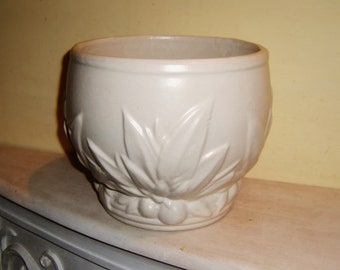 McCoy Pottery Jardinere Matte White Berries Leaves 1930's Planter USA American Vintage Antique
