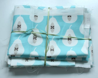 Fabric pack 15 - Mini Pear Print Pale Turquoise