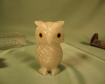 MINIATURE OWL, Tiny Owl, Mini Owl, Mini Owl, Three inch inch tall owl Onyx, Hand Carved Owl of Onyx,Onyx Owl,hand carved owl, White Onyx Owl