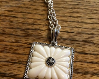 White flower square necklace