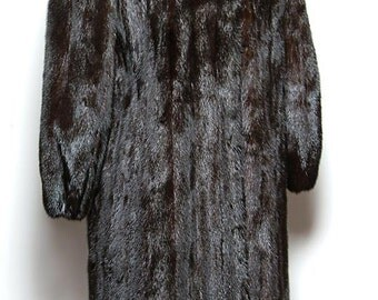 Custom Made Ranch Mink, Full Length Coat - excellent condition - size 10-12 - glossy, supply skins