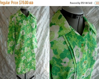 ON SALE 60s Dress // Vintage 1960s Green and White Springy Floral Crepe Shift Dress by The Spectator Size M L