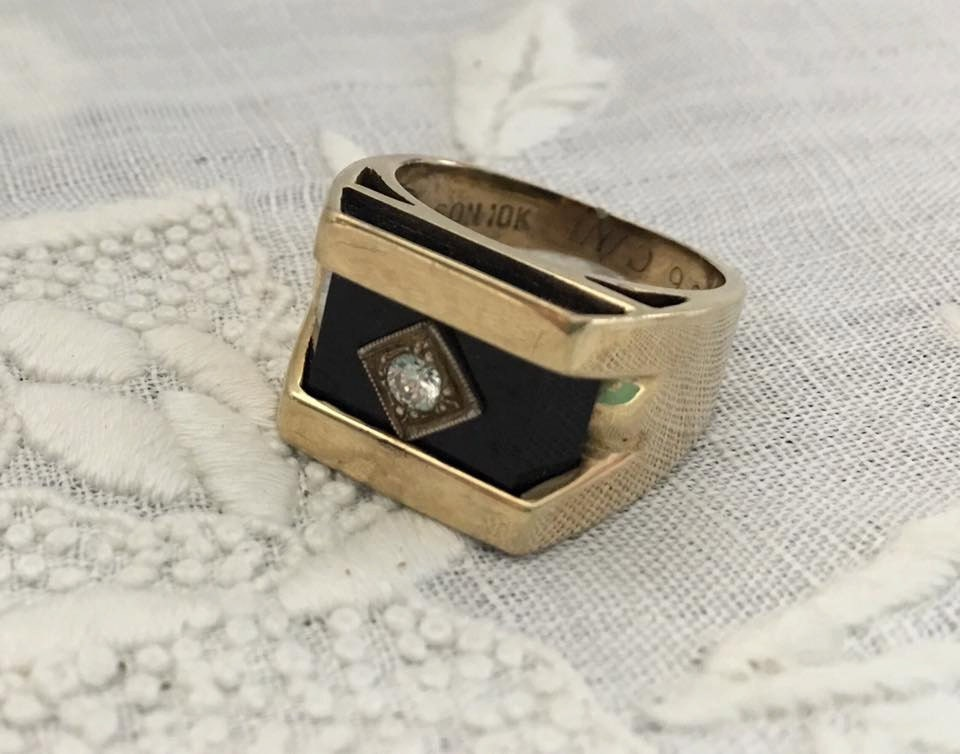 a vintage mens ring 10k white gold onyx with chip size