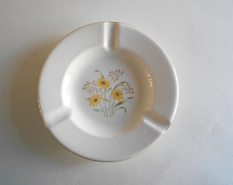 White Ceramic Ashtray Black-eyed Susan Flower Lansburgh's-Langley Park Maryland 1955 Souvenir Ashtray