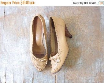 5O% OFF SALE moccasin heels, vintage 70s moccasin pumps, 1970s leather loafers, size 8.5 shoes