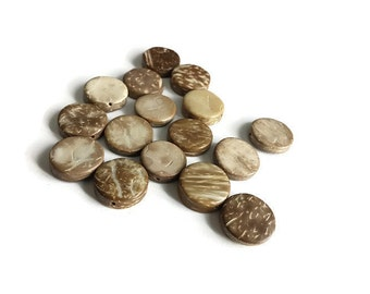 15 Flat Round Coconut Beads 15mm (PC290)