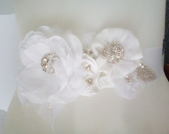 Bridal sash belt Braut-Gürtel  flowers white or custom color