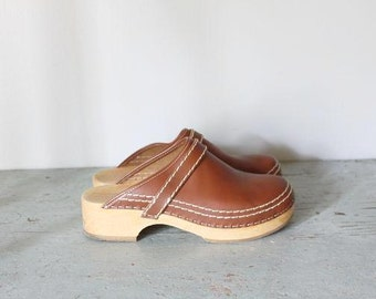 vintage leather and wood clogs / large leather shoes size 11 clogs