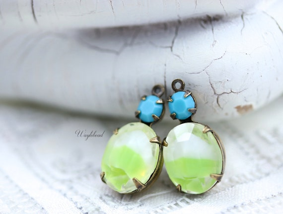 Vintage Glass Stones 1 Ring Drops Antique Brass Settings 19x10mm White and Lime Yellow Givre & Turquoise - 2