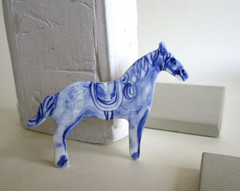 Horse - Handpainted Porcelain brooch