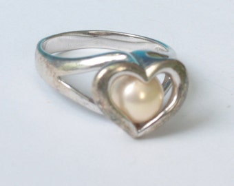 Color Change Pearl Ring Heart Setting Silver Tone Metal Size 7.5