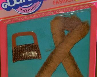 1983 moc mattel Barbie doll Fashion Extras faux fur wrap