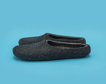 "Smoky Black"" Hand felted wool slippers by Onstail"