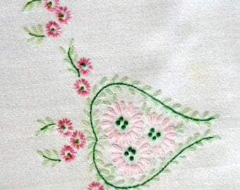 Vintage Table Runner Embroidered Floral Pink Daisies Green Leaves Flowers