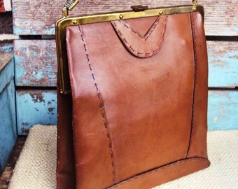 Vintage Italian Leather Handbag Purse Mid Century Made in Italy Brass Kiss Clasp Mad men Kitsch Bag Top Handle Tote Brown Aged Leather