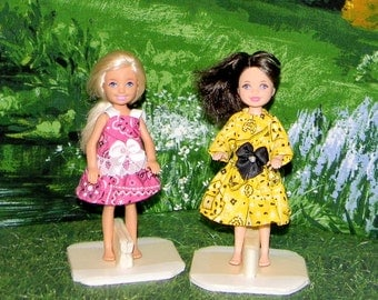 CHLSE2-230) Chelsea doll clothes, 1 skirt and top and 1 dress