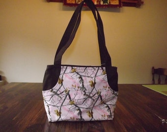 Pink camo zippered shoulder tote
