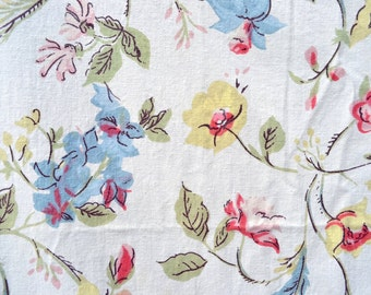 Vintage Fabric - Medium Cotton Percale Vine Flowers - By the Yard