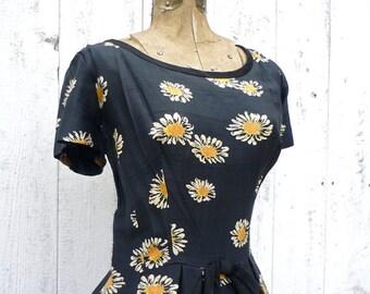 Vintage - Stunning - 1950s dress / silk dress / Suzy Perette - Daisy dress / Floral  Dress