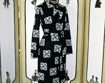 Stunning MOD Dress in Black with White Scroll Design. Large.