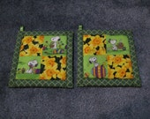 Peanuts Characters Easter Kitchen Potholder Set