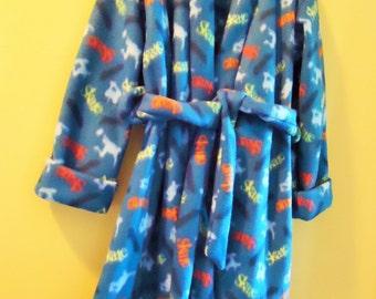 Boys size 6 fleece robe in skateboard print